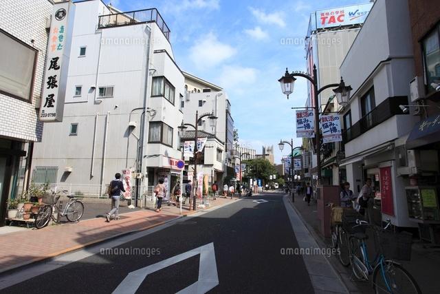 早稲田大学試験会場へと続く道。通称「挑戦者の道」